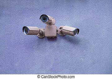 drie, veiligheidscamera's, op, blauwe muur