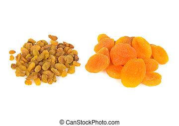 dried apricots and raisins