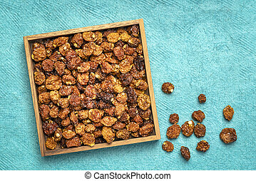 dried goldenberries in a wooden box
