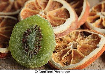 dried kiwi with orange