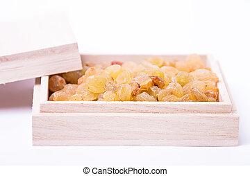 Dried raisins in a wooden box