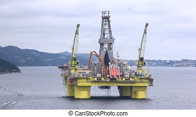 Drilling platform Coslpioner stands in gulf - Drilling...
