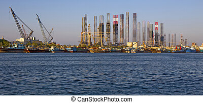 Drilling rig and vessels in the por