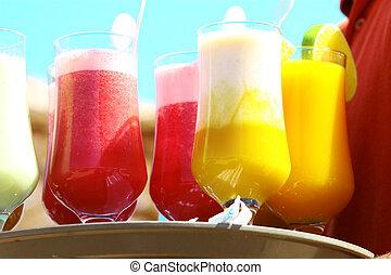 Drinks on the beach - Enjoy - Waiter serving drinks /...