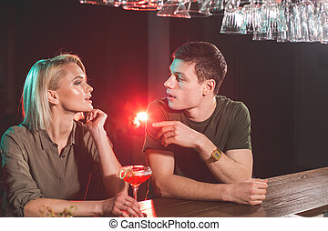 drinkt, meisje, mannelijke , undistracted, alcohol