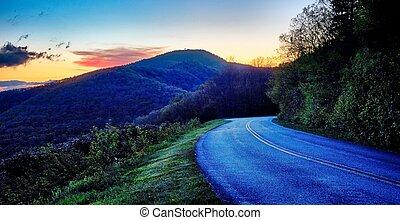 driving by overlooks along blue ridge parkway - Blue Ridge...