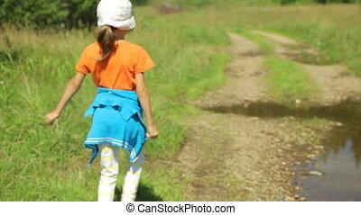 droga, wzdłuż, dziewczyna, mały, wiejski, pieszy