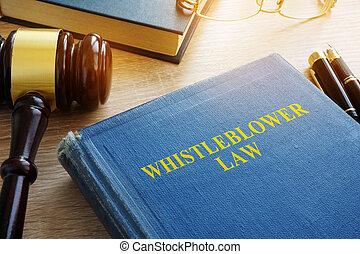 droit & loi, whistleblower, tribunal, desk.