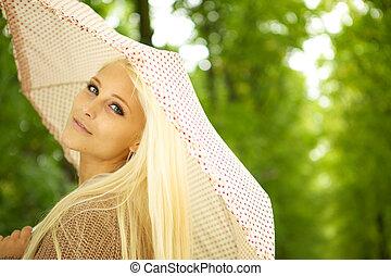 dromerig, jonge vrouw , in park