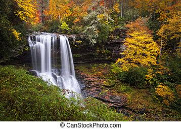 droog, dalingen, herfst, watervallen, highlands, nc, bos, dalingsgebladerte, in, cullasaja, bergkloof, blauwe kam bergen