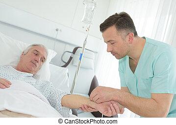 droppa, intravenös, patienten, sätta, sköta, manlig, arm