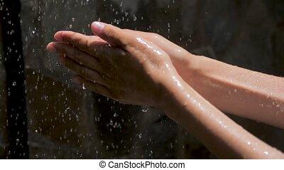 drops., femme, splash., gouttes, attraper, mains, palms., ...