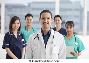 drużyna, od, multi-ethnic, medyczna obsada