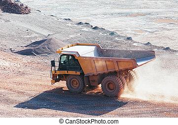 drumper, 卡車, 在, a, 石頭, 采石場
