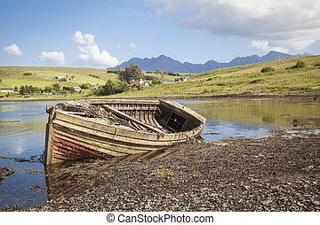 Drynoch, Scotland, Old shipwreck at the coastline on the Isle of Skye in Scotland.