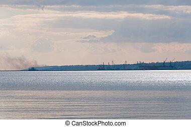 DSC_9104(14).jpg - Port near metallurgical works with smoke...