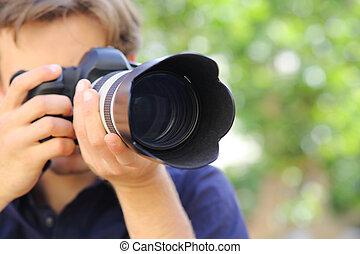 dslr, fotografo, su, macchina fotografica, usando, chiudere