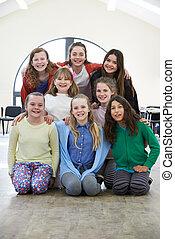 duża grupa, razem, dramat, warsztat, cieszący się, dzieci