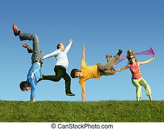 dużo, skokowy, ludzie, na trawie, collage