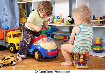 duas crianças, em, playroom, com, brinquedo, scooter