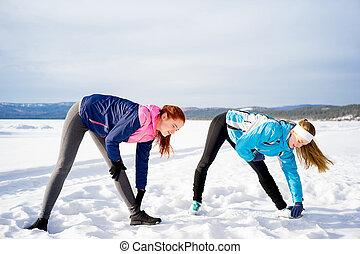 duas meninas, fazendo, aeróbica, exercícios