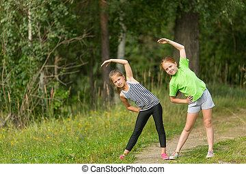 duas meninas, fazendo, exercícios, malhação