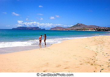 duas mulheres, praia