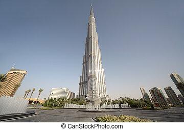 DUBAI - APRIL 18: Burj Dubai skyscraper, square with fountains, sunny day, horizontal, 18 april 2010 in Dubai, UAE