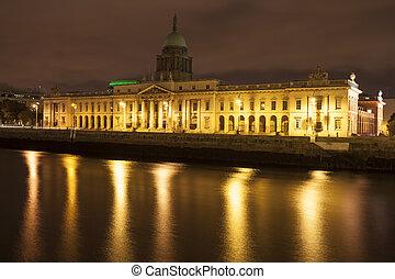Dublin Custom House - Dublin Custom house at the Liffey...