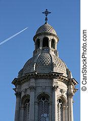 Trinity College - Dublin Landmark - ornate tower next to ...