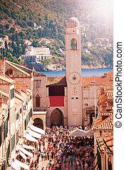 Dubrovnik, Plaza Luza Campanario de la ciudad street from the city wall