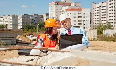 due, architetti, davanti, luogo costruzione