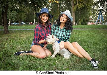due, camicia, dog., plaid, camminare, cappello cowboy, suo, ragazze