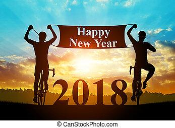 due, ciclisti, su, bicicletta, a, sunset., concetto, anno nuovo, 2018.