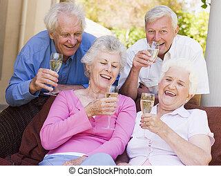 due coppie, bere, champagne, sorridente, patio
