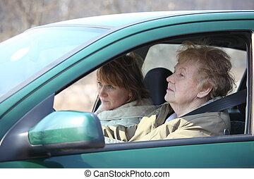 due donne, automobile