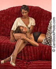 due, etnico, sexy, donne, su, divano, in, retro, vestiti