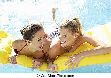 due, insieme, divertimento, amici, detenere, stagno, donne