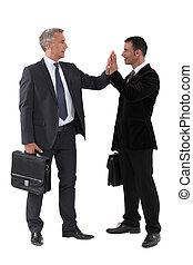 due, uomini affari, dare, altro, alto-cinque