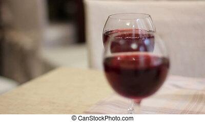 due, vetri vino rosso