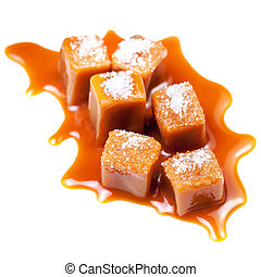 dulce, dulce de azúcar, fondo., macro, pedazos, mar, caramelo, salado, aislado, blanco, dorado, golosinas, caramelo de azúcar y mantequilla, sauce., caramelo, sal