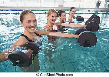 dumbb, espuma, femininas, aeróbica, sorrindo, aqua, classe ...