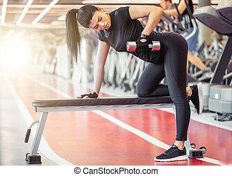 dumbbell, banco, doblar, mujer, músculos, gimnasio