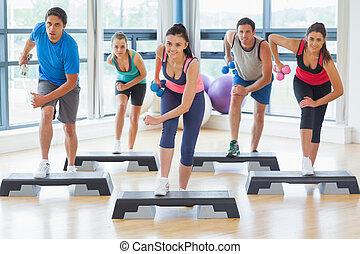 dumbbells, ginásio, executar, passo, comprimento, cheio,...