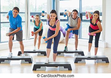 dumbbells, gym, gedresseerd, stap, lengte, volle, aerobics, fitness instructeur, stand, oefening