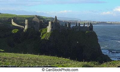 dunluce schloß, ruinen, mittelalterlich, irland, festung,...