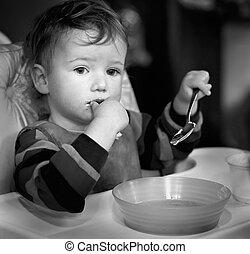 durante, tiene, comida, reflejado, niño