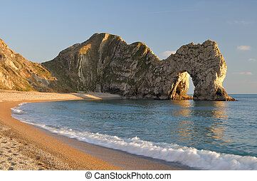 Durdle Door Lulworth, Dorset - Late evening light at Durdle ...