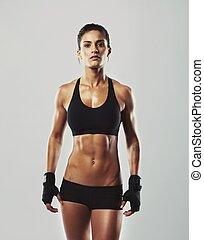 duro, mujer joven, con, muscular, cuerpo