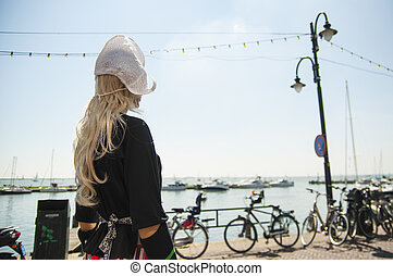 Dutch mannequin - Female mannequin dressed in traditional...
